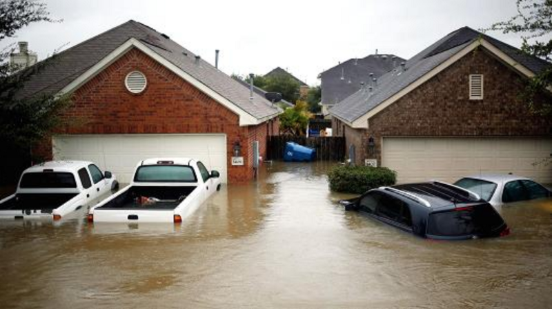 Flooded houses and cars during Hurricane Harvey. Flood risks are going to be at the forefront of hurricane preparedness. PC: Luke Sharrett | Bloomberg | Getty Images